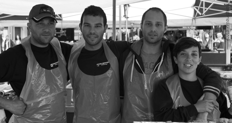 Juan, segundo por la izquierda, con sus compañeros Nicola y Eric, italianos, y Miriam, de El Ejido, en Almería